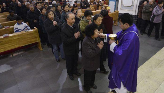 Giáo dân Trung Quốc ở Manila có thể ăn thịt vào thứ Sáu đầu tiên của Mùa Chay