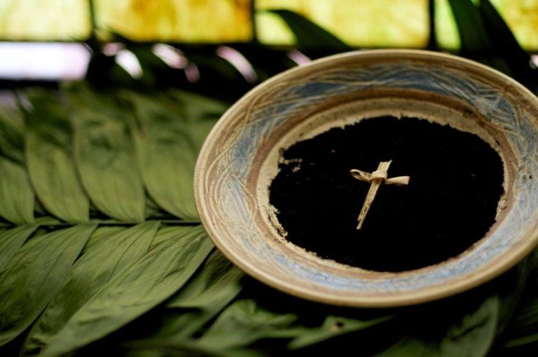 Thứ Tư Lễ Tro năm nay vào ngày 14 tháng 2, là Ngày Valentine (gọi là lễ tình nhân) - Ảnh minh hoạ 2