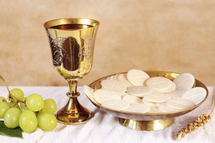 Rước Lễ Bằng Miệng Hay Bằng Tay? - Ảnh minh hoạ 3