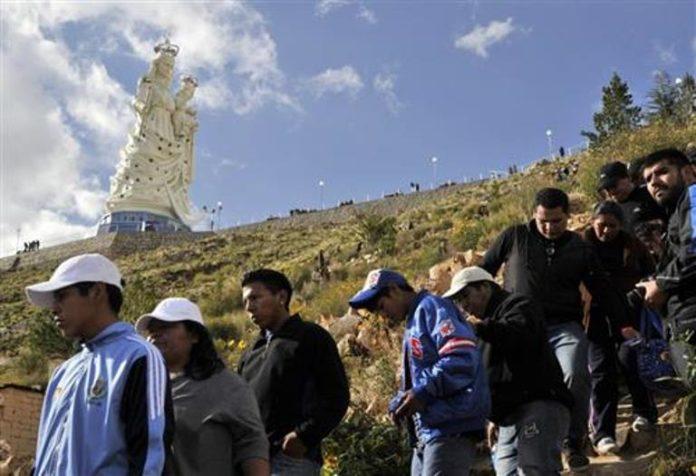 Đại Hội Thánh Mẫu dưới chân tượng Đức Mẹ cao nhất thế giới