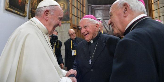 Giám mục lớn tuổi nhất thế giới biết 7 đời giáo hoàng
