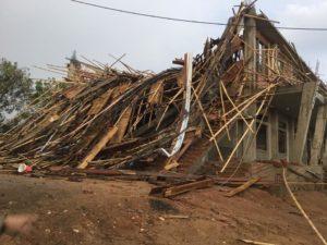 Mưa lớn và gió mạnh làm đổ sập Nhà thờ PLEI JƠDRÂP - Giáo Phận Kon Tum - Ảnh minh hoạ 8