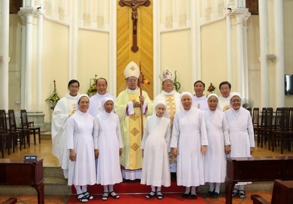Gia đình đặc biệt có 1 Giám mục, 2 Linh mục, 3 Nữ tu