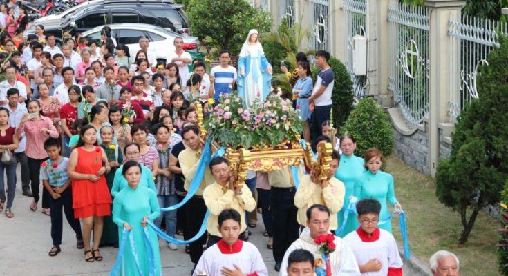 Ý nghĩa tháng Hoa và lòng tôn kính Đức Mẹ trong tháng 5
