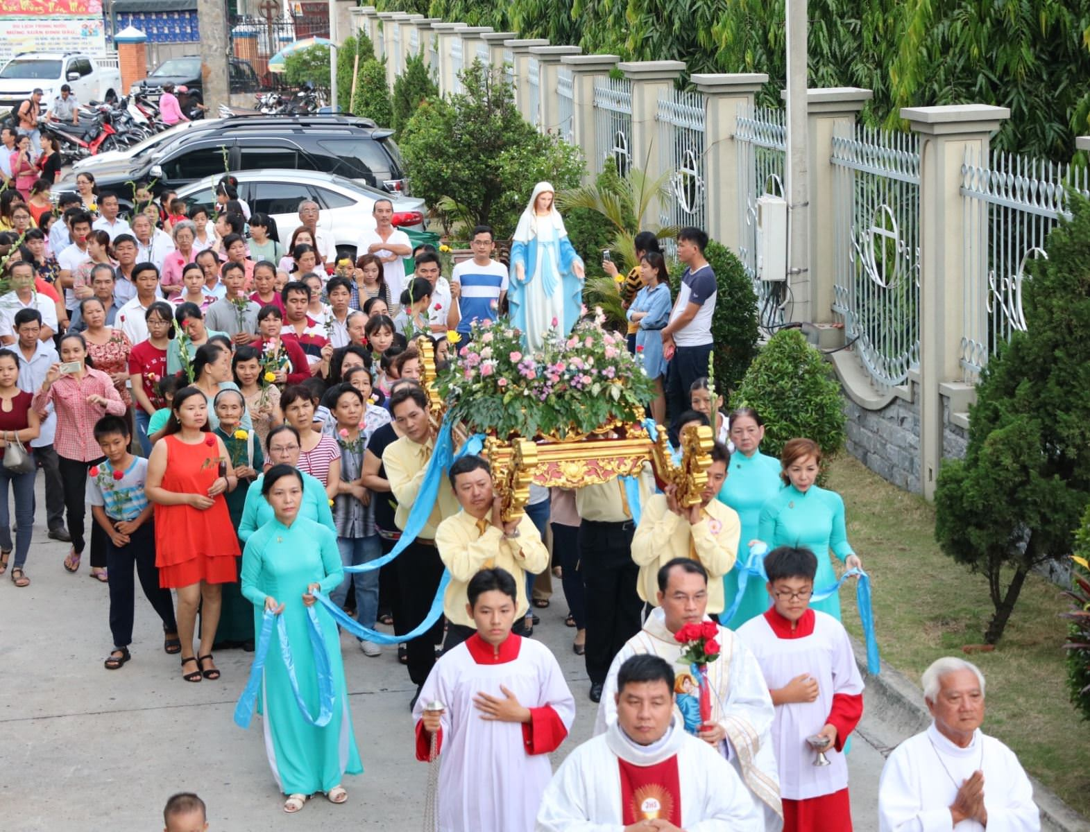 Ý nghĩa và lòng tôn kính Đức Mẹ trong tháng 5