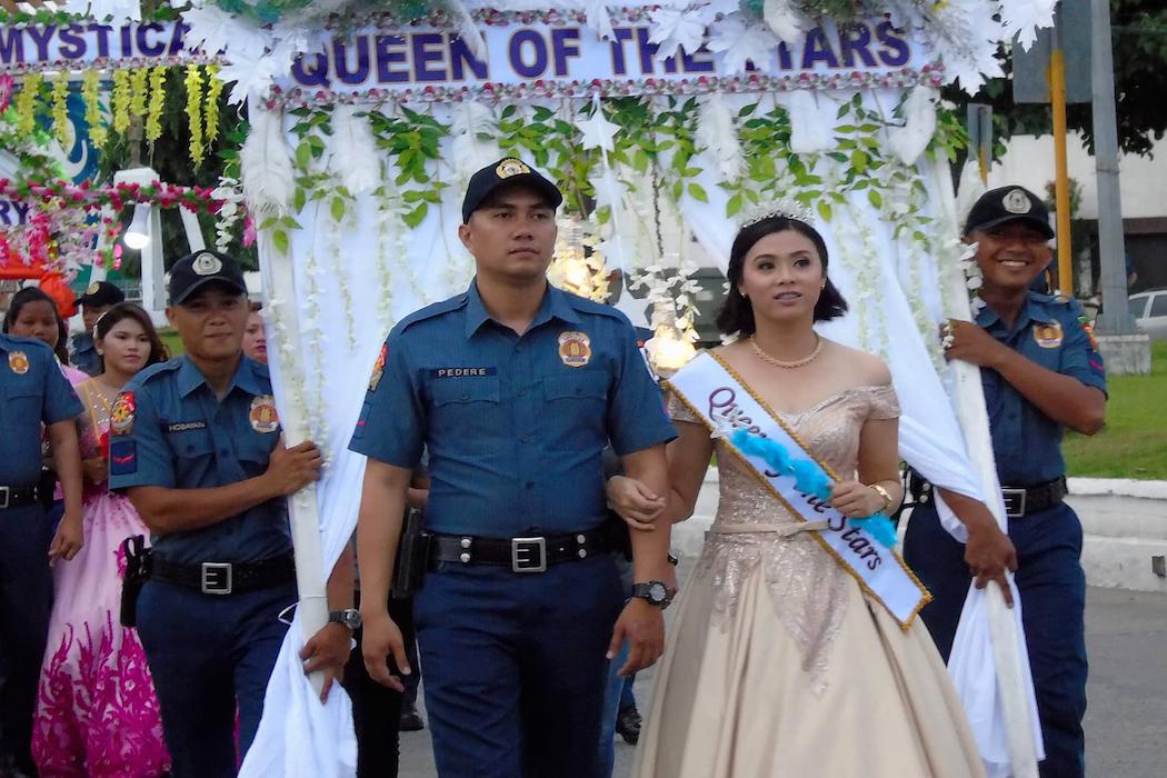 Cảnh sát Philippines rước kiệu kính Đức Mẹ