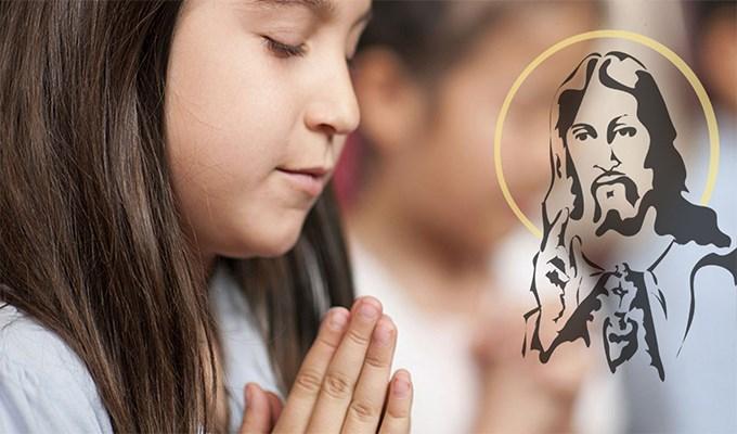 Điều kỳ diệu đã xảy ra sau khi cô bé nghèo cầu nguyện!