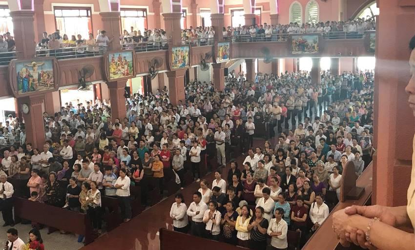 Dòng Người Như Trẩy Hội Về Bên Mẹ 13.5 - TTHH Fatima Bình Triệu