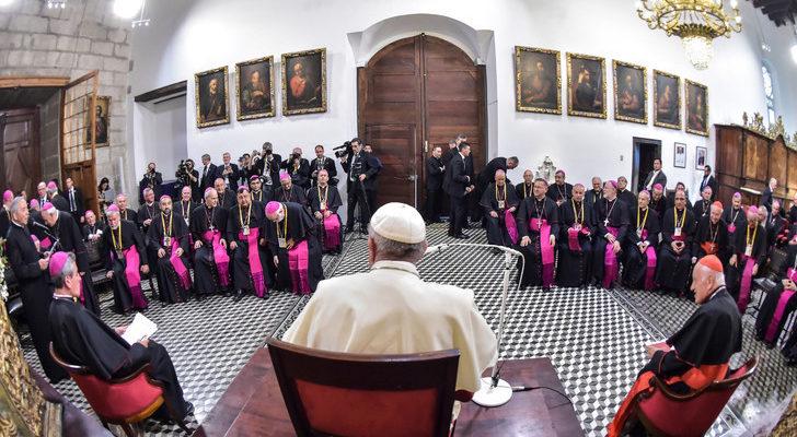 Tất cả 34 Giám Mục Chile đệ đơn từ chức lên Đức Thánh Cha