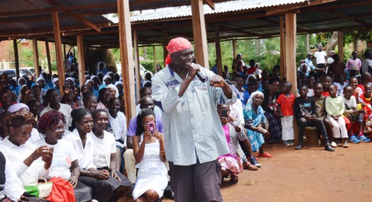 Một linh mục Kenya bị treo chén vì biểu diễn nhạc rap trong nhà thờ