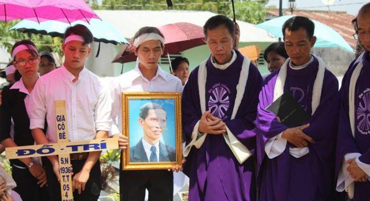Lễ an táng ông cố Giacobe Đỗ Trí có đến 3 Đức Cha, hơn 300 linh mục