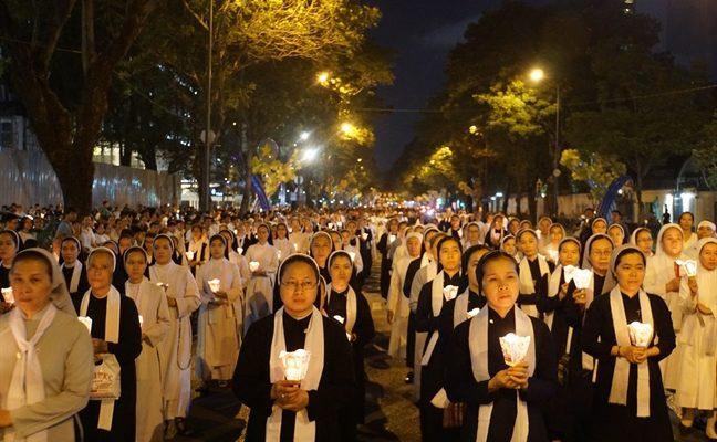 NGƯỜI DÂN SÀI GÒN ĐÃ PHẢI THỐT LÊN: Người Công Giáo văn minh quá, đạo lý Công Giáo thật ý nghĩa nhân văn