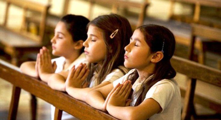Chỉ những người ít học, mê muội, dốt nát mới tin vào đạo