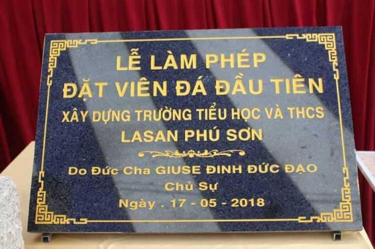 Đặt viên đá đầu tiên xây dựng trường Tiểu Học và Trung Học Lasan Phú Sơn - Đức Cha Giuse Đinh Đức Đạo chủ sự